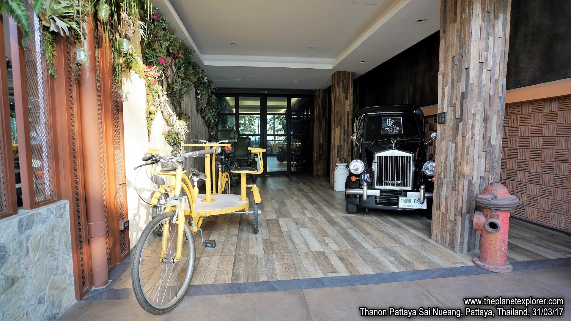 2017-03-31_1713_Thailand_Pattaya_Thanon Pattaya Sai Nueang_DSC03975_s7R2_LR_@