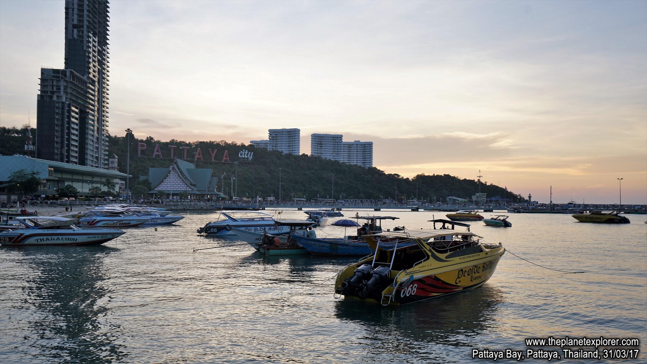 2017-03-31_1821_Thailand_Pattaya_Pattaya Beach_DSC04025_s7R2_LR_@