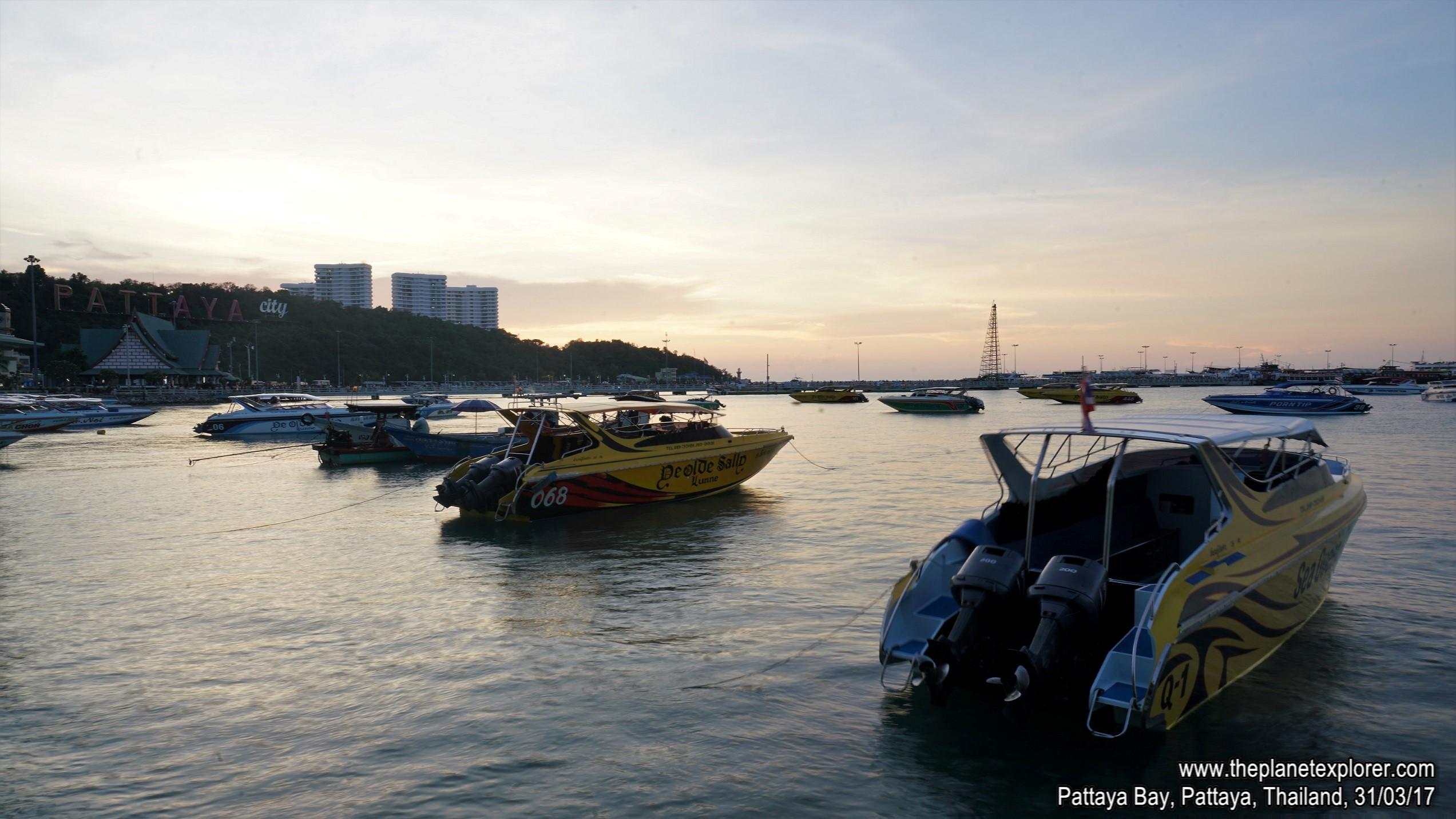 2017-03-31_1822_Thailand_Pattaya_Pattaya Beach_DSC04032_s7R2_LR_@