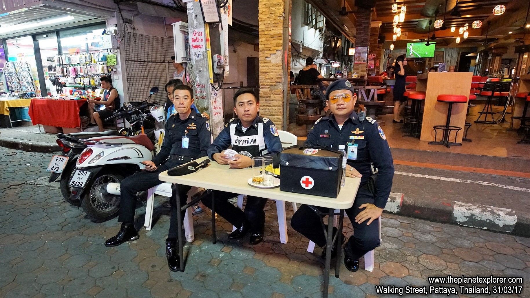 2017-03-31_1954_Thailand_Pattaya_Walking Street_Police_DSC04087_s7R2_LR_@